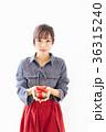 若い女性 プレゼントイメージ  36315240