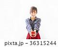 若い女性 プレゼントイメージ  36315244