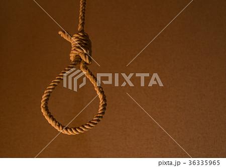 すると 首吊り 自殺