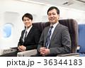 飛行機 出張 ビジネスマン 36344183