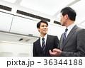 ビジネスマン 出張 飛行機 36344188