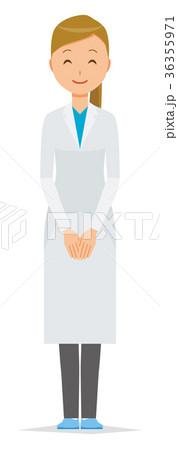 白衣を着た女性医師が微笑んでいる 36355971