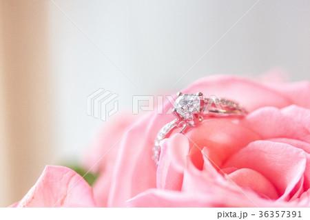 ダイヤモンドリング ダイアモンドリング 結婚指輪 36357391