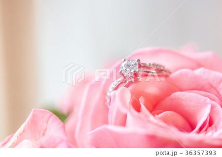 ダイヤモンドリング ダイアモンドリング 結婚指輪 36357393