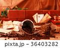コーヒー豆とコーヒーミル 36403282