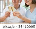 シニア 夫婦 乾杯 ワイン カップル イメージ 36410005