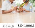 シニア 夫婦 乾杯 ワイン カップル イメージ 36410008