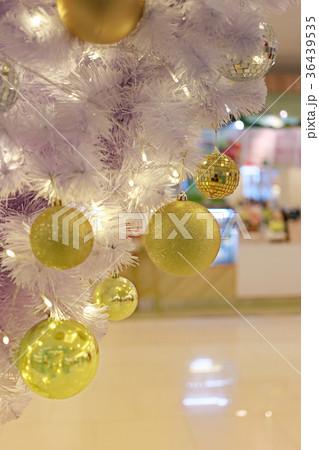 Golden balls in decorations in the coming.の写真素材 [36439535] - PIXTA