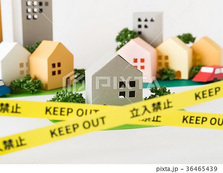 規制線 立入禁止 事件現場 事故物件 境界線 犯罪 治安 街 不動産 36465439