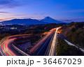 伊豆縦貫道三島塚原インターチェンジから夕暮れの富士山 36467029