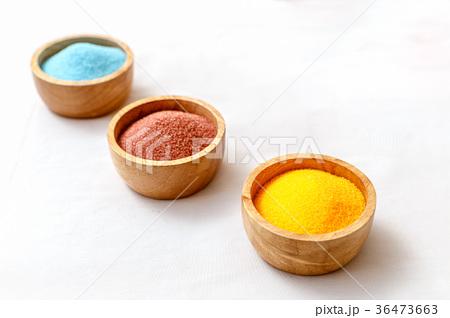 Sea salt in bowl for spa treatmentの写真素材 [36473663] - PIXTA