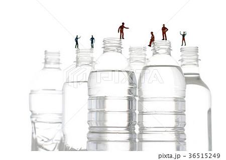 ペットボトルと人間の写真素材 [36515249] - PIXTA