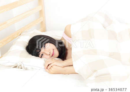 リラックスする女性 36534077