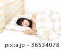 女性 リラックス ベッドの写真 36534078