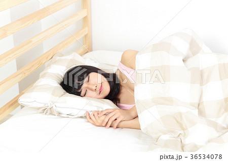 リラックスする女性 36534078