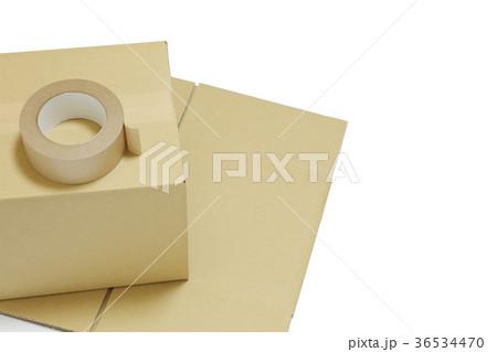 ダンボール箱の荷造り 36534470