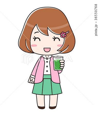 青汁入りのコップを持つ笑顔の女性 36550768