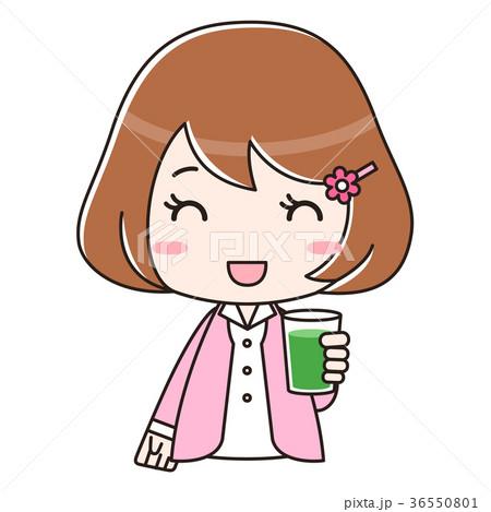 青汁入りのコップを持つ笑顔の女性 バストアップ 36550801