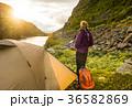 テント テント設営 女性の写真 36582869