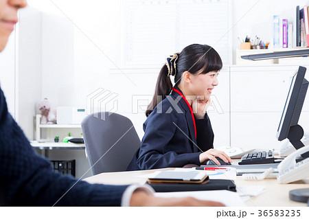 働く女性社員 OL ビジネスマン サラリーマン オフィスイメージ ビジネスイメージ 36583235