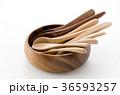木のスプーンと木の器 36593257