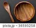 木のスプーンと木の器 36593258