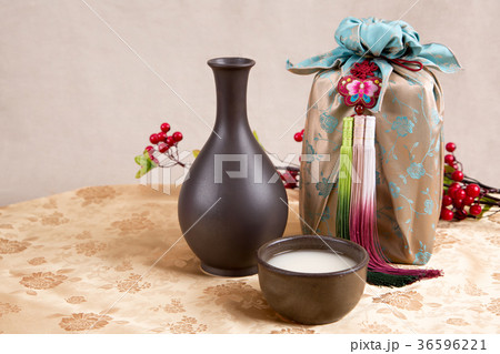 the Korean traditional drinks - rice wine, Makgeolli and others. 064の写真素材 [36596221] - PIXTA