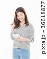 女性 笑顔 白バックの写真 36618877