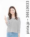 女性 笑顔 白バックの写真 36619033
