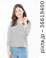 女性 人物 笑顔の写真 36619400