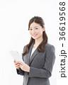 タブレット ビジネスウーマン 人物の写真 36619568