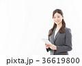 タブレット ビジネスウーマン 人物の写真 36619800