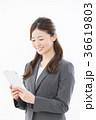 タブレット ビジネスウーマン 人物の写真 36619803