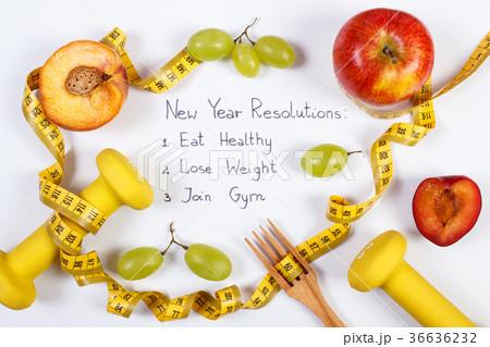 New year resolutions or goals, fruits, dumbbellsの写真素材 [36636232] - PIXTA