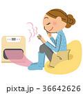 暖まっている女性 36642626