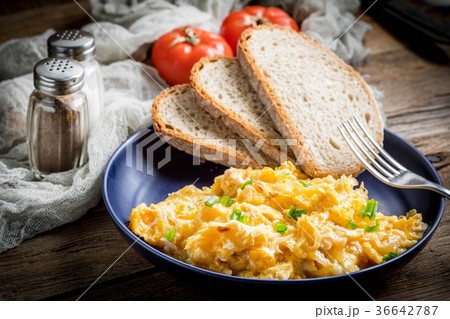 Scrambled eggs with onion and chives. 36642787