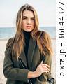 海岸 オーバー 女性の写真 36644327