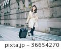 女性 旅行 キャリーバッグの写真 36654270