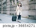 女性 旅行 キャリーバッグの写真 36654271