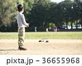 ラジコンで遊ぶ子供 36655968