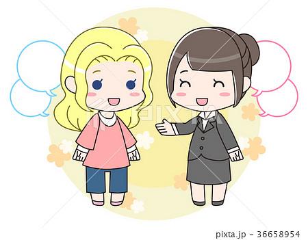 外国人女性と話すスーツの女性 背景つき 36658954