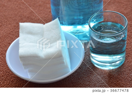 blue alcohol for wash wound in glass and cottonの写真素材 [36677478] - PIXTA