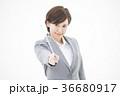 女性 ビジネスウーマン 白バックの写真 36680917