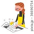 家事 皿洗いをする主婦 36690754