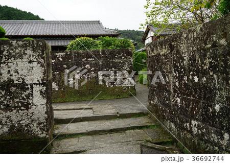 知覧武家屋敷の石門と石垣と石畳 36692744