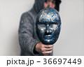 仮面 男性 手元の写真 36697449