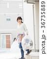 女性 人物 ゴミ出しの写真 36735889