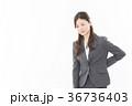 腰痛 ビジネスウーマン 人物の写真 36736403