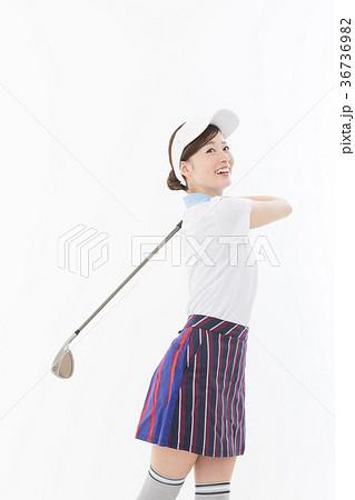 若い女性 ゴルフ 36736982