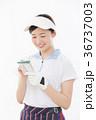ゴルフ 女性 人物の写真 36737003